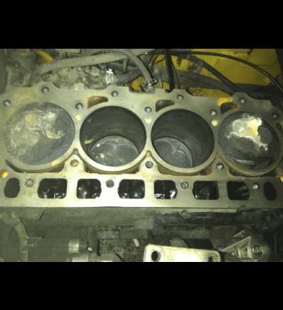 Блок двигателя с поршнями